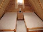 jedna z dwóch sypialni na poddaszu